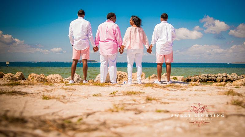 Tampa Bay Apollo Beach Family photographer for family photo